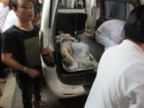 Nạn nhân được đưa  đi cấp cứu trong tình trạng nguy kịch