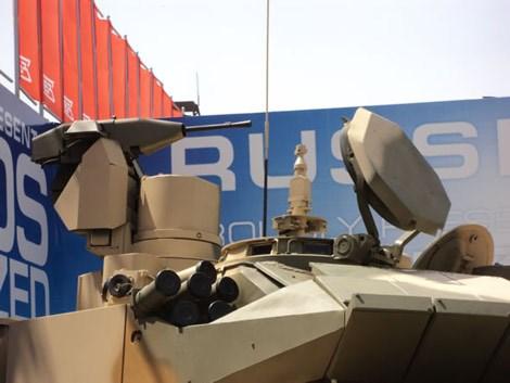 Súng máy tự động lắp trên xe tăng T-90MS.