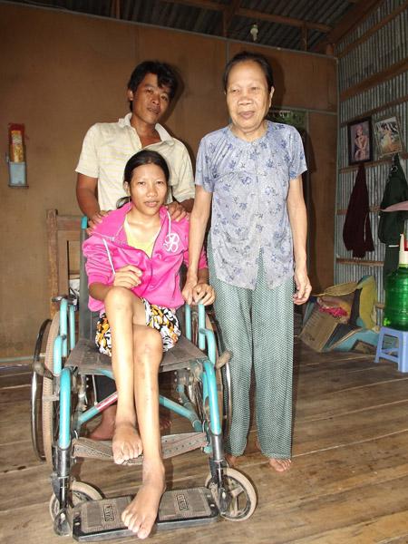 Vợ chồng Đặng - Mai và bà Nguyễn Thị Tám.