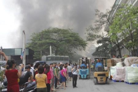 Người dân cho biết đám cháy xảy ra tại một kho chứa hàng của Công ty Diana.
