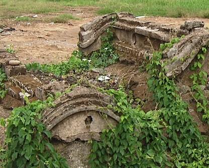 Ngôi mộ cổ 200 năm tuổi tại bến Tre. (Nguồn: VTV)