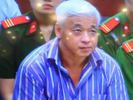 Bị cáo Nguyễn Đức Kiên trước phiên tòa sáng 16.4.