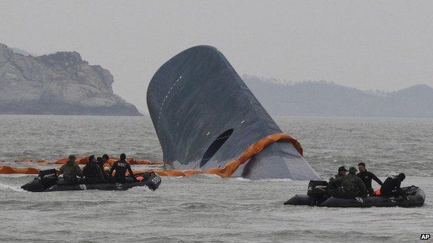 Con phà chìm ngoài khơi Hàn Quốc