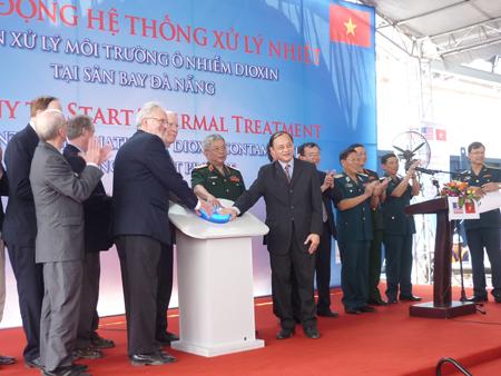 Việt Nam và Hoa Kỳ cùng khởi động hệ thống xử lý ô nhiễm dioxin tại Việt Nam.