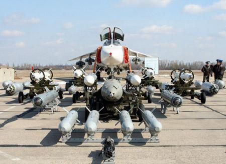 Máy bay ném bom Su-24 của Nga có hàng loạt vũ khí. Ảnh: Topwar