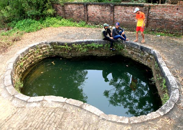 Giếng hình bàn chân xóm Mát xã Tốt Động huyện Chương Mỹ, Hà Nội.