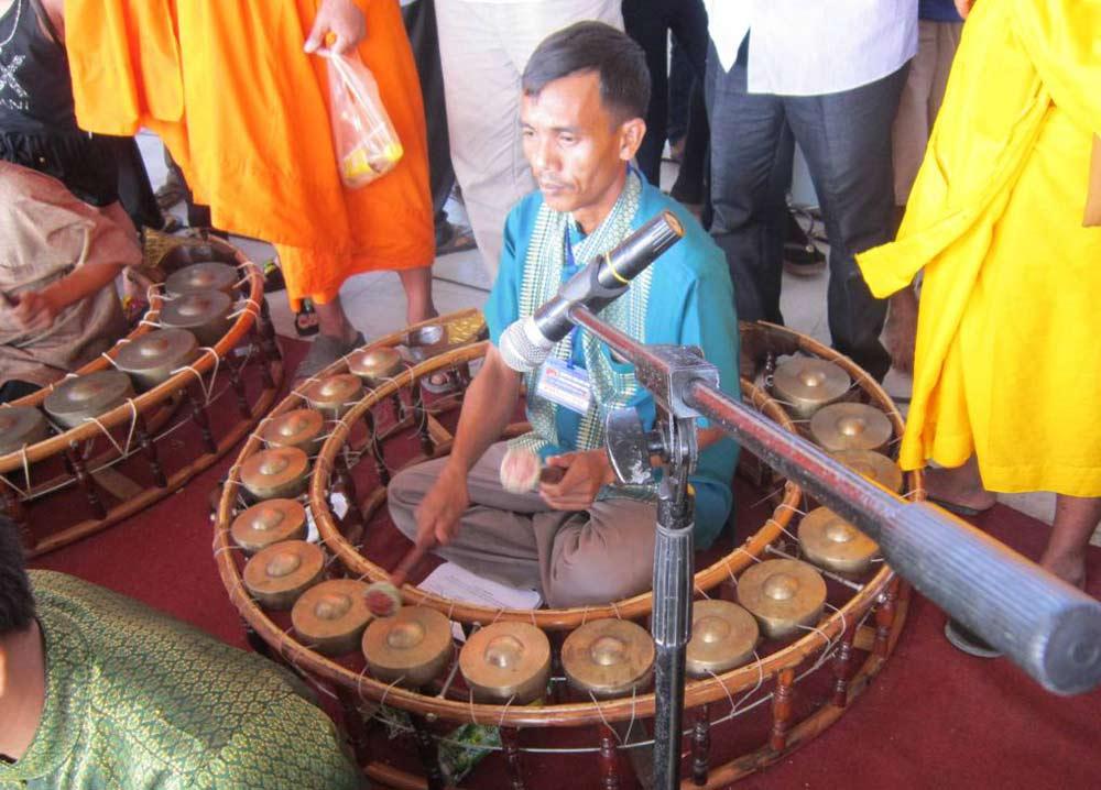 Dàn nhạc ngũ âm biễu diễn tại Festival đua ghe ngo đồng bào Khmer ĐBSCL – Sóc Trăng lần thứ 1 năm 2013.