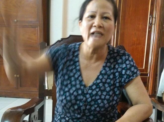 Bà Cúc bức xúc kể lại toàn bộ sự việc con trai mình bị hành hung.