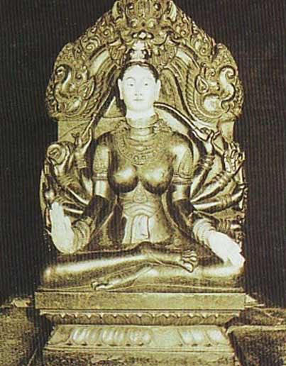 Tượng bà Thiên Y ở Tháp Chàm Nha Trang