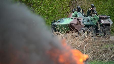 Xe bọc thép của quân đội Ukraine đang tiến về