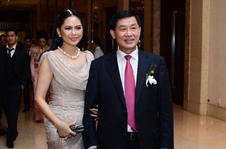 Bố mẹ chồng Hà Tăng.