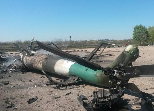 Xác trực thăng Mi-8 của Ukraine bị bắn rơi