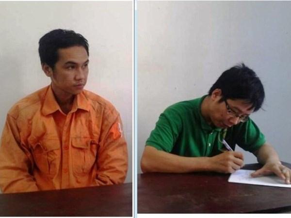 Hai đối tượng tại cơ quan công an (Ảnh: PV/Vietnam+)