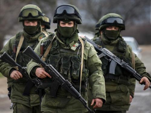 Lực lượng đặc nhiệm Nga tại Crimea - Ảnh: Reuters