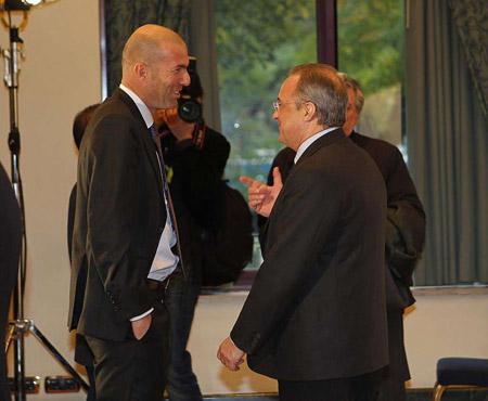 Perez đã nhắm Zidane cho chiếc ghế HLV Real Madrid trong tương lai