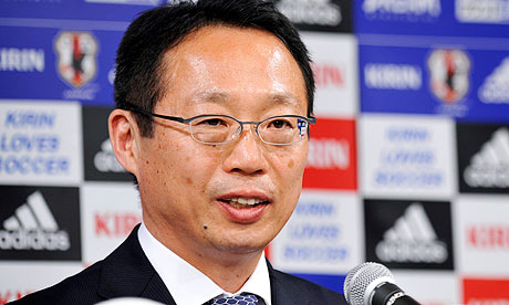 HLV Takeshi Okada (Ảnh: EPA).