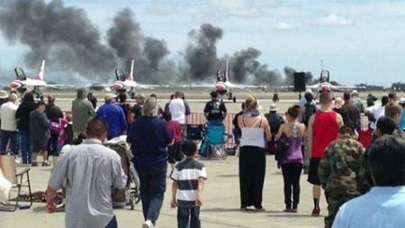 Hãng tin Foxnews dẫn lời một số khán giả tới xem triễn làm hàng không, nhân chứng vụ tai nạn cho biết