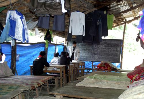 Trường bán trú THCS Nậm Ban thiếu phòng học nên lớp học cũng là phòng ở. (Nguồn ảnh: Tin tức)