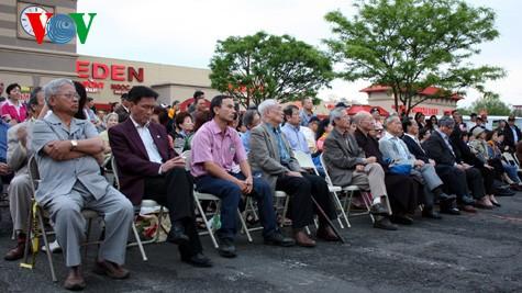 Người Việt phản đối hành động sai trái của Trung Quốc tại Eden.
