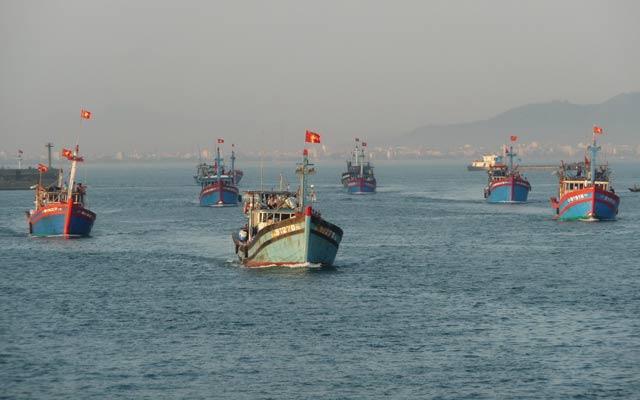 Biên đội đánh cá Hoàng Sa cũng tiến thẳng dàn khoan Hải Dương 981.