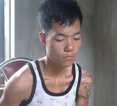 Thanh niên xăm trổ khai bị ngáo đá. Ảnh: Việt Đức