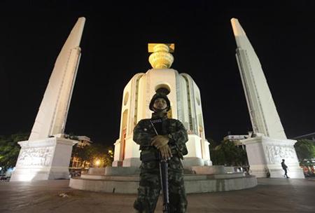 Binh sĩ Thái Lan đã giành quyền kiểm soát chính quyền trong cuộc đảo chính diễn ra ở Army Club nơi Tổng tư lệnh lục quân đội Thái Lan Prayuth Chan-ocha tổ chức một cuộc họp với tất cả các bên ở trung tâm Bangkok ngày 22/5/2014