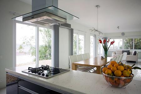 Phòng bếp vừa là một phòng đa chức năng bên trong nhà
