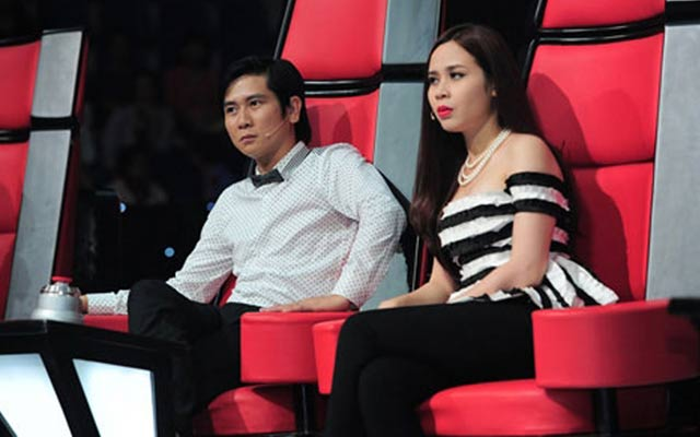 Nhạc sĩ Hồ Hoài Anh và vợ - ca sĩ Lưu Hương Giang trên ghế huấn luyện viên Giọng hát Việt nhí mùa đầu tiên.