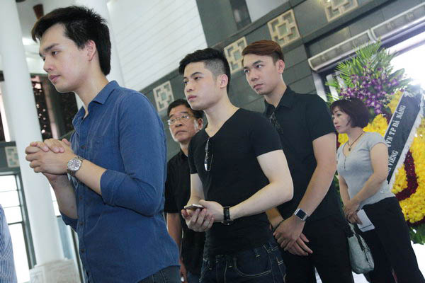 Các ca sĩ trẻ giải Sao mai điểm hẹn cũng đến viếng nhạc sĩ Thuận Yến