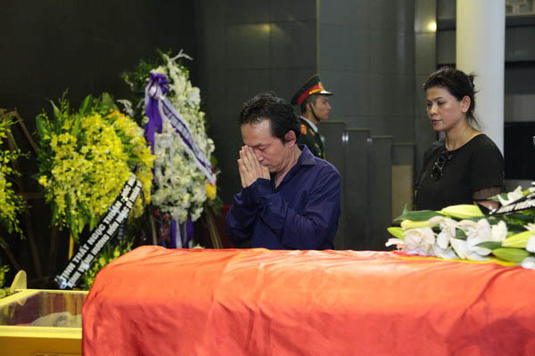 Nhạc sĩ Quốc Trung, lặng lẽ bên linh cữu nhạc sĩ Thuận Yến