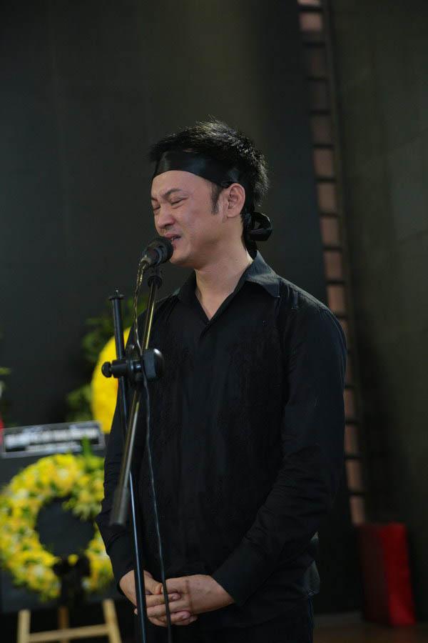 DJ Trí Minh nói lời cảm ơn trước giờ đưa linh cữu nhạc sĩ Thuận Yến về nơi an nghỉ