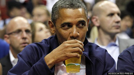 Ông Obama uống bia tại Nhà Trắng