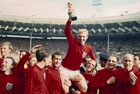 Đội tuyển Anh vô địch World Cup 1966 trong màu áo đỏ. Ảnh: AFP.