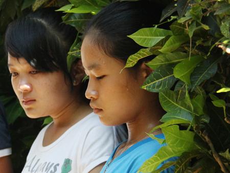 Học sinh của trường THPT Lý Sơn đã khóc trước sự ra đi đột ngột của thầy Thành