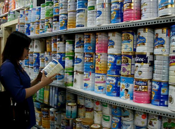 Bắt đầu từ hôm nay (1/6), 25 mặt hàng sữa cho trẻ em sẽ được áp giá trần