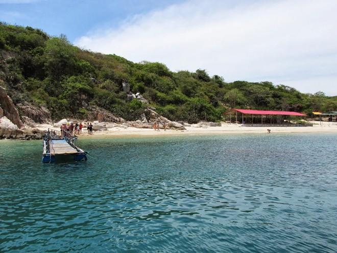 Những bãi biển đá kỳ vĩ của du lịch Việt