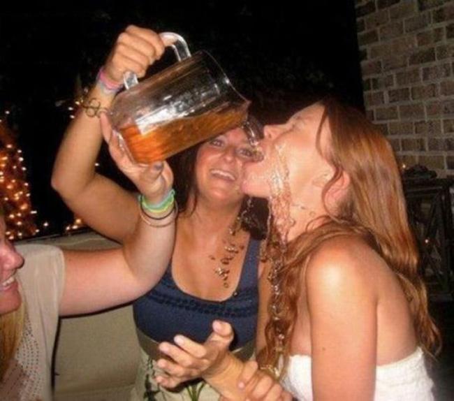 Khi chị em say xỉn... anh em cũng chào thua!
