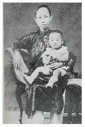 Giáo sư Trần Văn Khê và thân mẫu