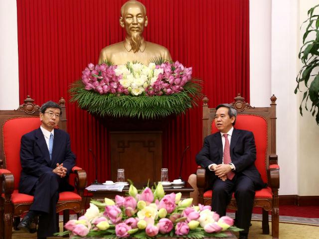 Ông Nguyễn Văn Bình, Ủy viên Bộ Chính trị, Trưởng ban Kinh tế Trung ương tiếp ông Takehiko Nakao, Chủ tịch Ngân hàng Phát triển Châu Á (ADB)