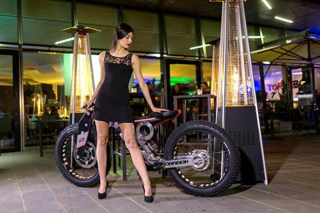 moto parilla carbon: xe dap dien the thao chinh phuc reo cao hinh anh 1
