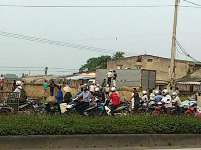 Đứng trên nóc xe tải vào đường làng, bị điện giật chết