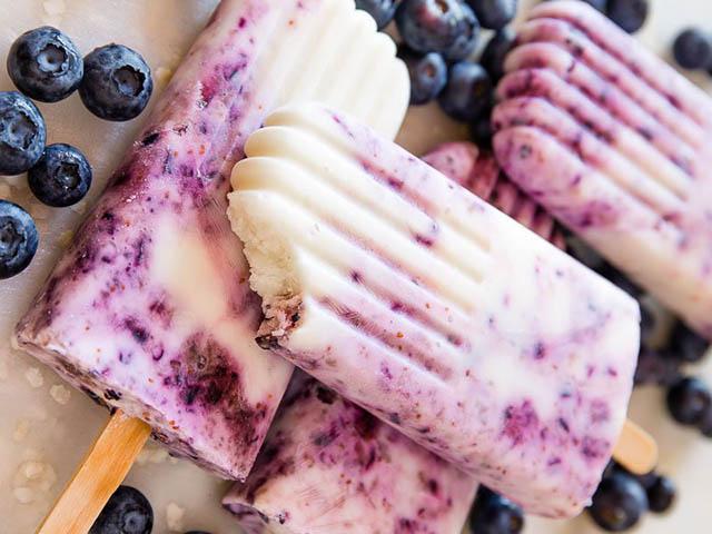 Tự làm kem sữa chua việt quất siêu ngon đón hè