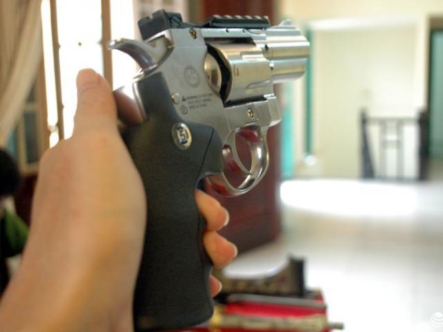Bắt kẻ dùng súng gây thương tích cho người khác rồi bỏ trốn