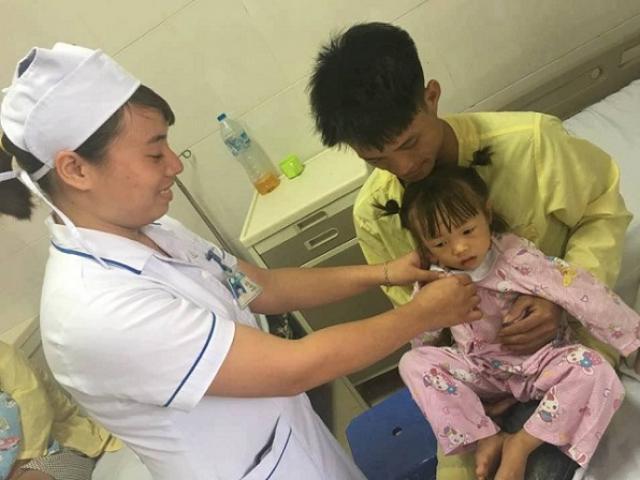 Bé gái bị đau rát vùng kín, nội soi thấy hạt thóc trong bàng quang
