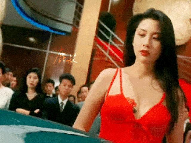 Những mỹ nhân nóng bỏng đổi đời nhờ ông trùm phim 18+ Hong Kong