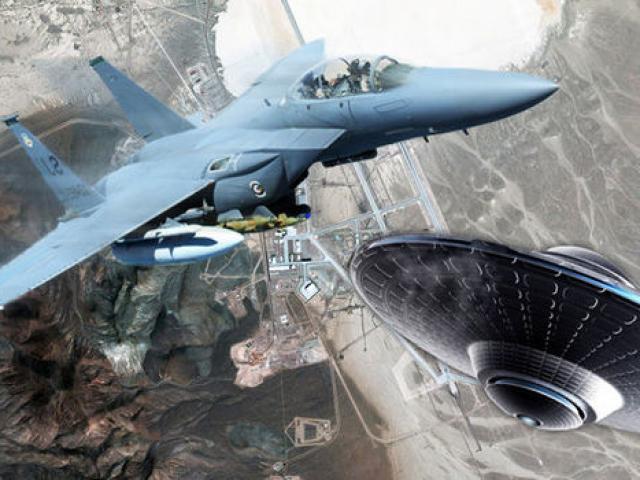 Phi công Mỹ kể chuyện chạm trán UFO sáng rực trên sa mạc