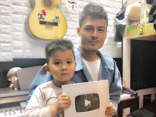 """Hoa Vinh nhận nút bạc YouTube chỉ sau hai tháng gây """"bão"""" mạng xã hội"""
