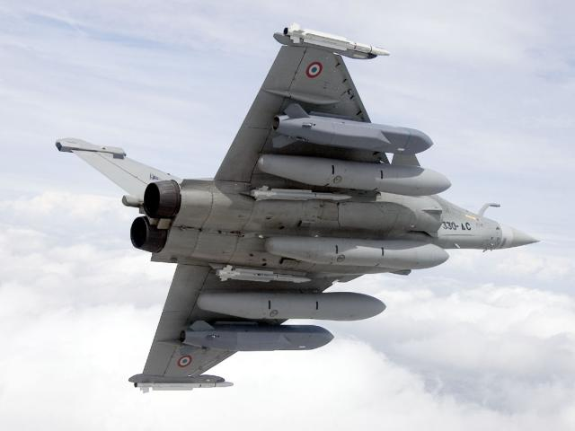 """Bất ngờ: Tàu chiến, chiến đấu cơ Pháp """"tịt ngòi"""" khi nã tên lửa Syria"""