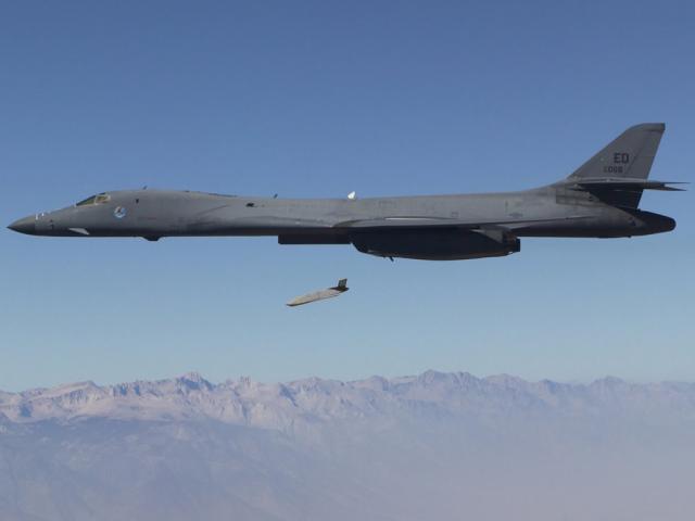 """Mỹ tấn công Syria: Tên lửa 1,4 triệu USD chuyên diệt """"rồng lửa"""" S-400"""