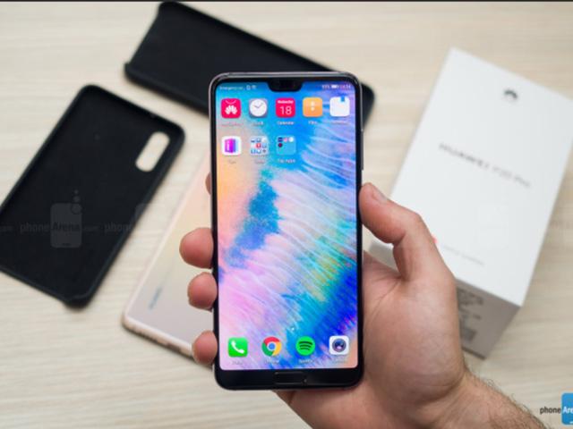 """Không phải iPhone X, điện thoại của Huawei đã có """"tai thỏ"""" trước"""